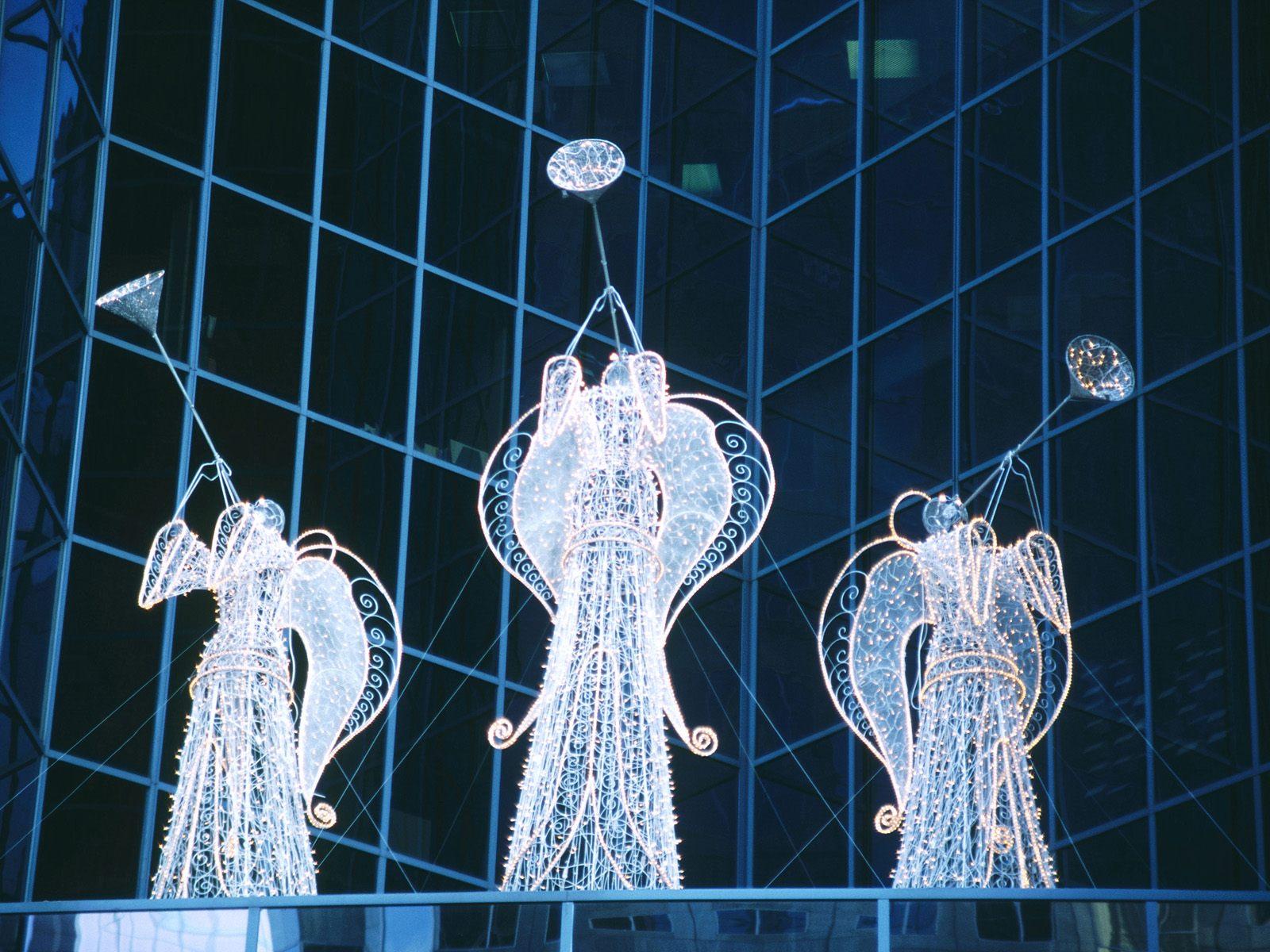 Krásní andělé, kteří nám troubí do dalšího roku.